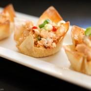 Veggie Pizza & Buffalo Chicken Salad Wonton Cups - Fun and crowd-pleasing party bites!   foxeslovelemons.com