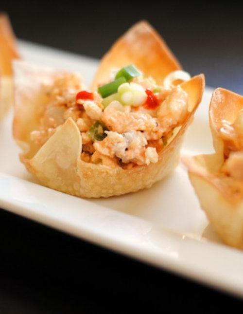 Veggie Pizza & Buffalo Chicken Salad Wonton Cups - Fun and crowd-pleasing party bites! | foxeslovelemons.com