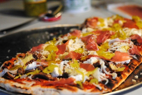 Grilled Pizzas for a Sangria Party | foxeslovelemons.com