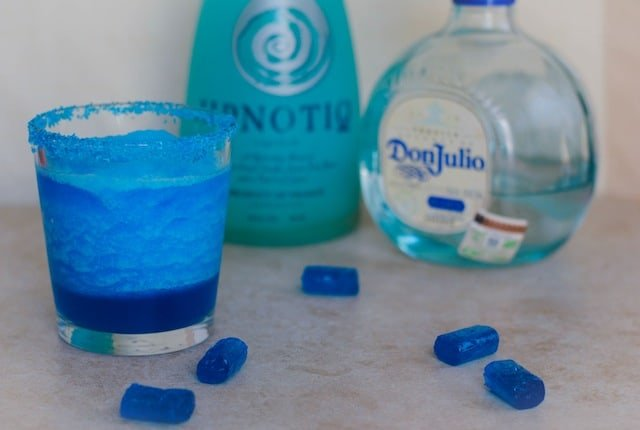 Crystal Blue Persuasion Cocktail for the Breaking Bad Finale – a blue margarita with a twist to send off one of the best television shows of all time! | foxeslovelemons.com