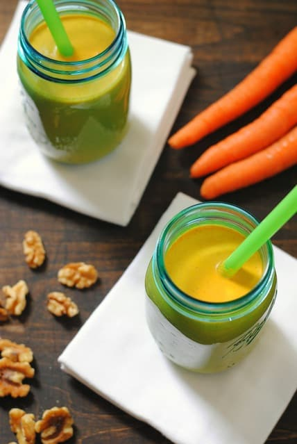Carrot Cake Smoothies - all the flavor of dessert, but in a much healthier package! | foxeslovelemons.com