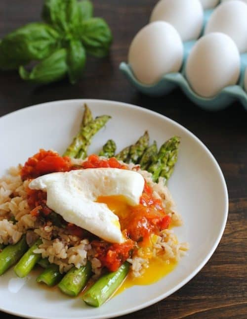 Wild Rice with Asparagus, Fresh Tomato Sauce & Poached Egg – a beautiful, filling vegetarian meal.   foxeslovelemons.com
