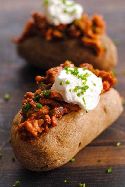 Chicken Sloppy Joe Stuffed Potatoes - sloppy joes made from lean ground chicken, stuffed in baked potatoes! | foxeslovelemons.com