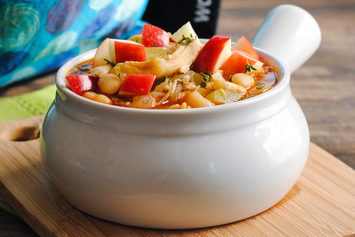 This Slow Cooker Chicken Apple Cider Chili is a simple soup with a surprising depth of flavor from fall herbs and apple cider. | foxeslovelemons.com