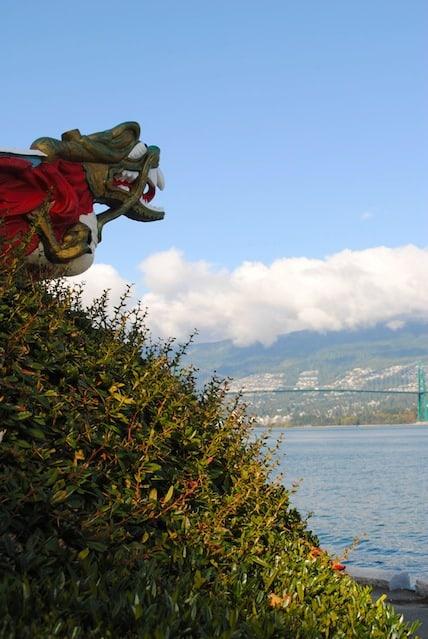 Totem Pole Stanley Park Vancouver | foxeslovelemons.com