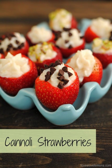 Cannoli Strawberries - Perfect for New Year's Eve! The cannoli for people who love fruit and don't want to turn on the oven. | foxeslovelemons.com