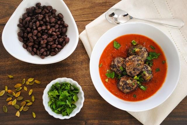 "Black Bean ""Meatballs"" with Marinara - A meatless meal that's a crowd pleaser!   foxeslovelemons.com"