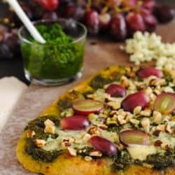 Kale, Grape & Blue Cheese Flatbread - Serve as a light vegetarian dinner, or cut into pieces and serve as a party appetizer! | foxeslovelemons.com