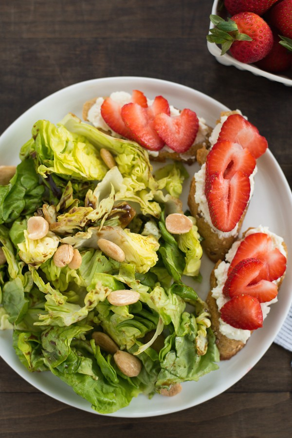 Summer Salad with Stawberry-Ricotta Toast - Stay cool this summer with this refreshing butter lettuce salad tossed with balsamic vinaigrette and almonds. Serve with crostini topped with creamy ricotta cheese and juicy sliced strawberries. | foxeslovelemons.com