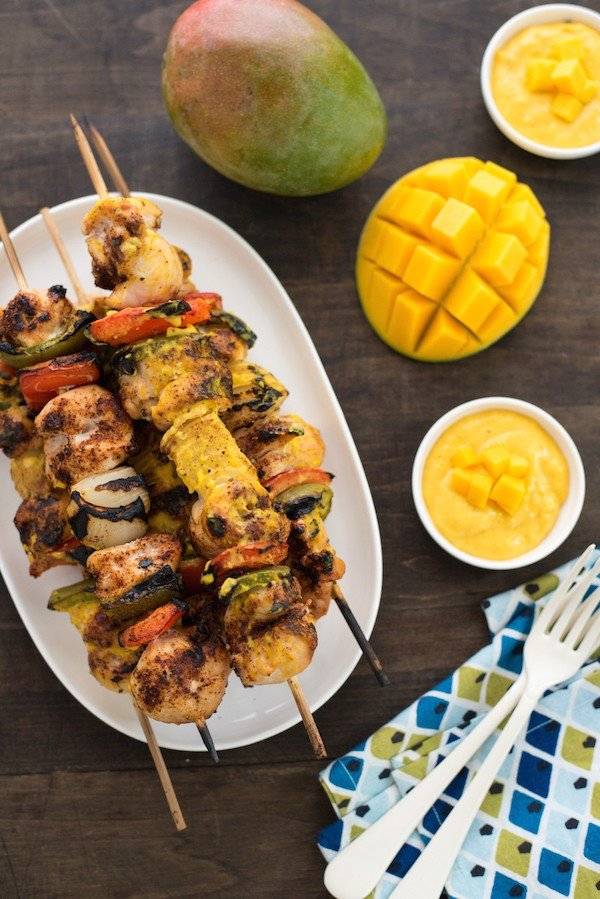 Chicken Kabobs with Curry Mango Sauce - Fire up the grill for these simple chicken and veggie kabobs served with a creamy curried mango yogurt sauce! | foxeslovelemons.com