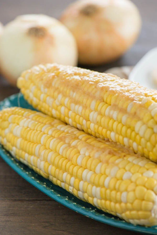 Corn on the Cob with Caramelized Onion Butter - Slather fresh corn on the cob with sweet and savory caramelized Vidalia onion compound butter! | foxeslovelemons.com