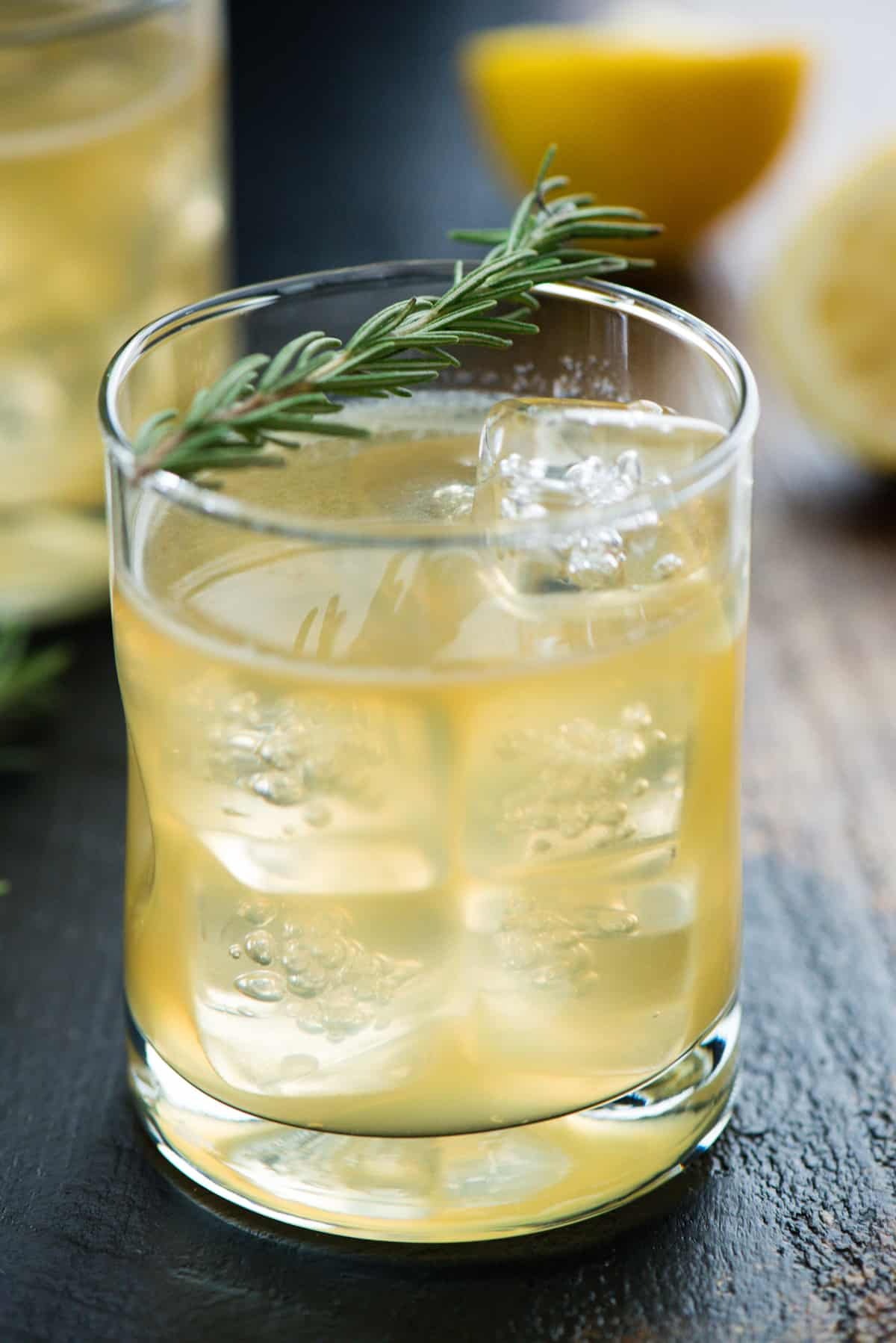 This Lemon & Rosemary Bourbon Sour Cocktail is a modern twist on a classic drink. This herb-infused whiskey and rosemary cocktail is perfect for the fall and winter months! | foxeslovelemons.com