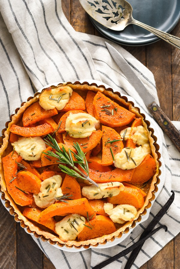 Butternut Squash Tart with Vanilla Bean Ricotta - Just six ingredients come together to create this simple yet stunning savory tart.   foxeslovelemons.com