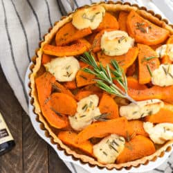 Butternut Squash Tart with Vanilla Bean Ricotta - Just six ingredients come together to create this simple yet stunning savory tart. | foxeslovelemons.com
