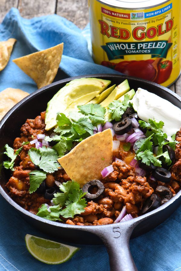 Meaty Enchilada Chili Dip - This dip will keep your party guests coming back with another chip again and again! | foxeslovelemons.com