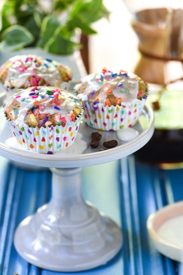 Birthday Cake Latte Muffins - Turn a fun coffeehouse treat into a baked good with these espresso-spiked funfetti muffins! | foxeslovelemons.com