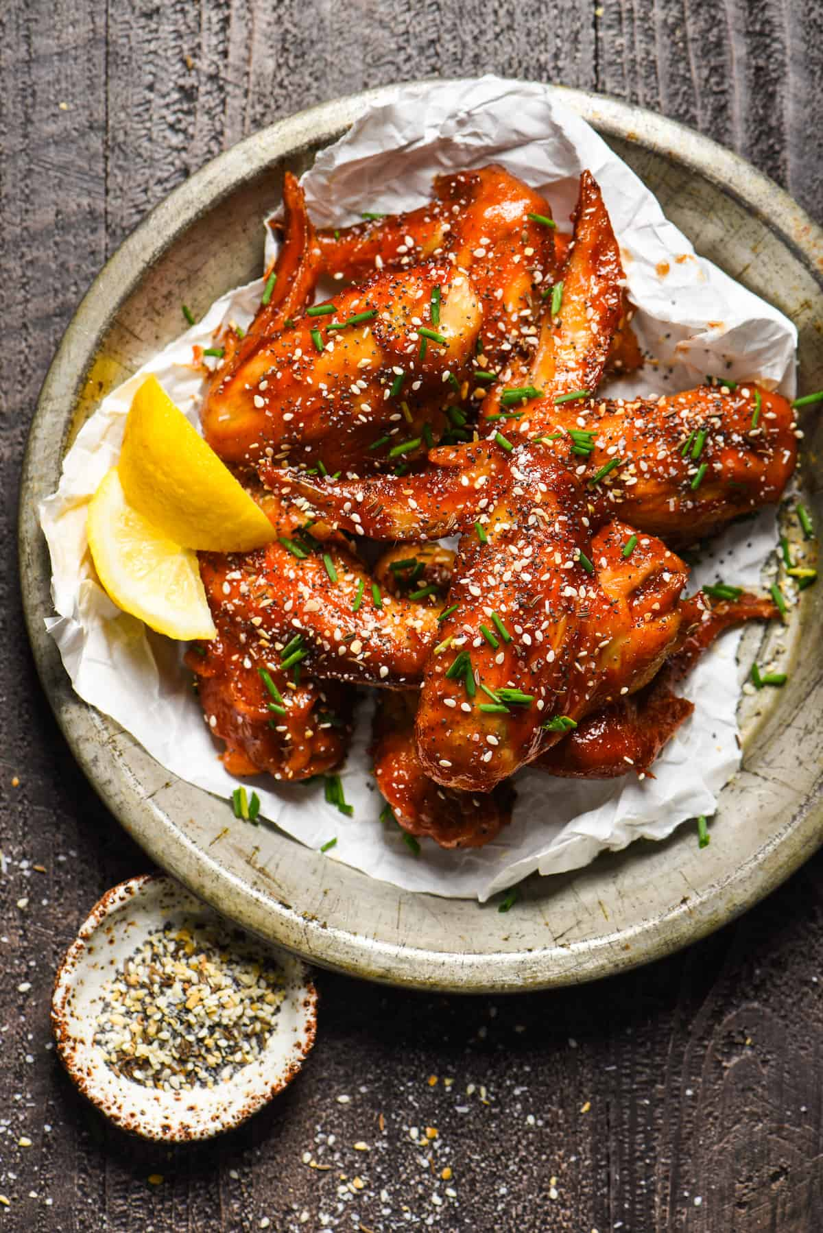 Everything Bagel Chicken Wings - Take the everything bagel craze one step further by sprinkling the seasoning mix on chicken wings! Perfect for tailgating! | foxeslovelemons.com