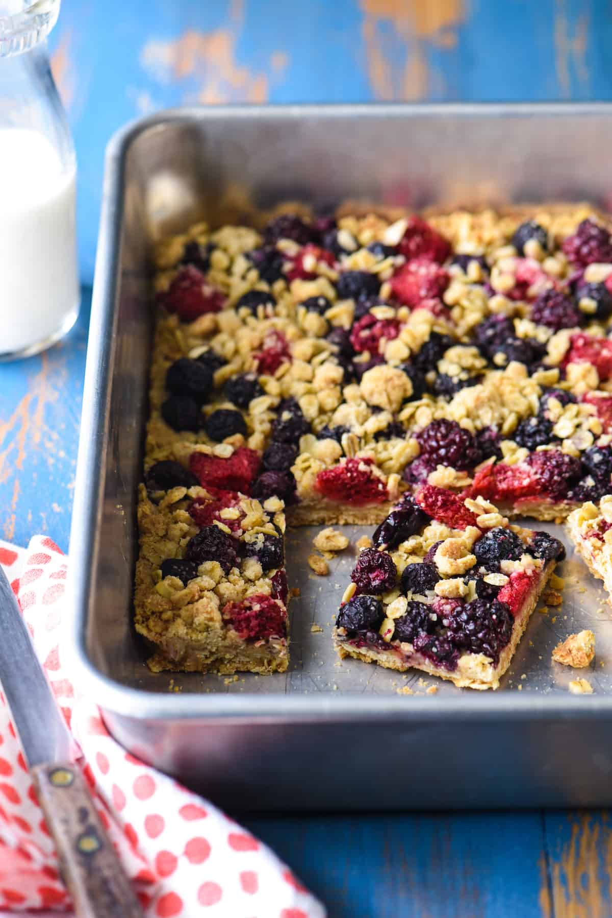These Triple Berry Crisp Bars are the perfect way to celebrate summer's best fruit. They're perfect for a barbecue or picnic, because they can be made in advance, and travel well! | foxeslovelemons.com