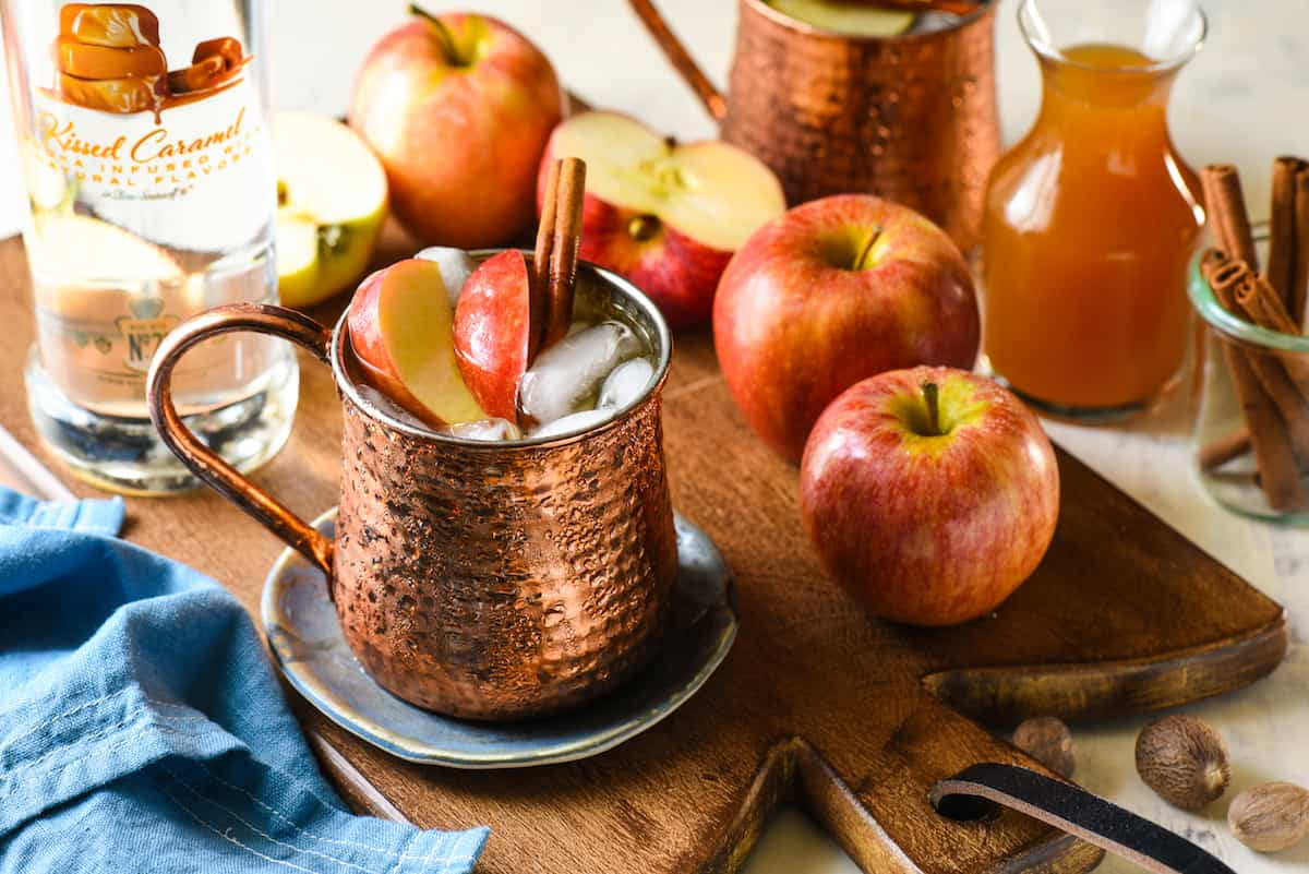 Caramel Apple Pie Moscow Mules - This twist on a classic will take you from summer right into fall. All the best flavors of an apple pie (and caramel!) are added to an ice cold vodka cocktail. | foxeslovelemons.com