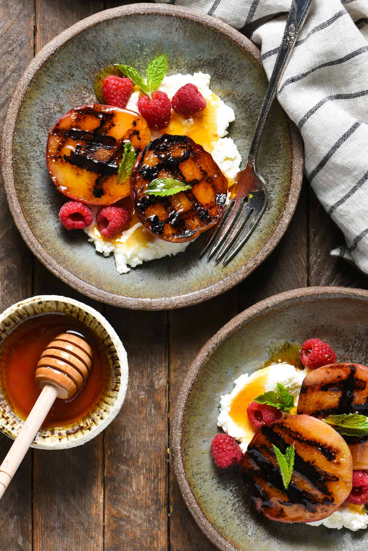 Grilled Peaches with Ricotta & Raspberries | foxeslovelemons.com