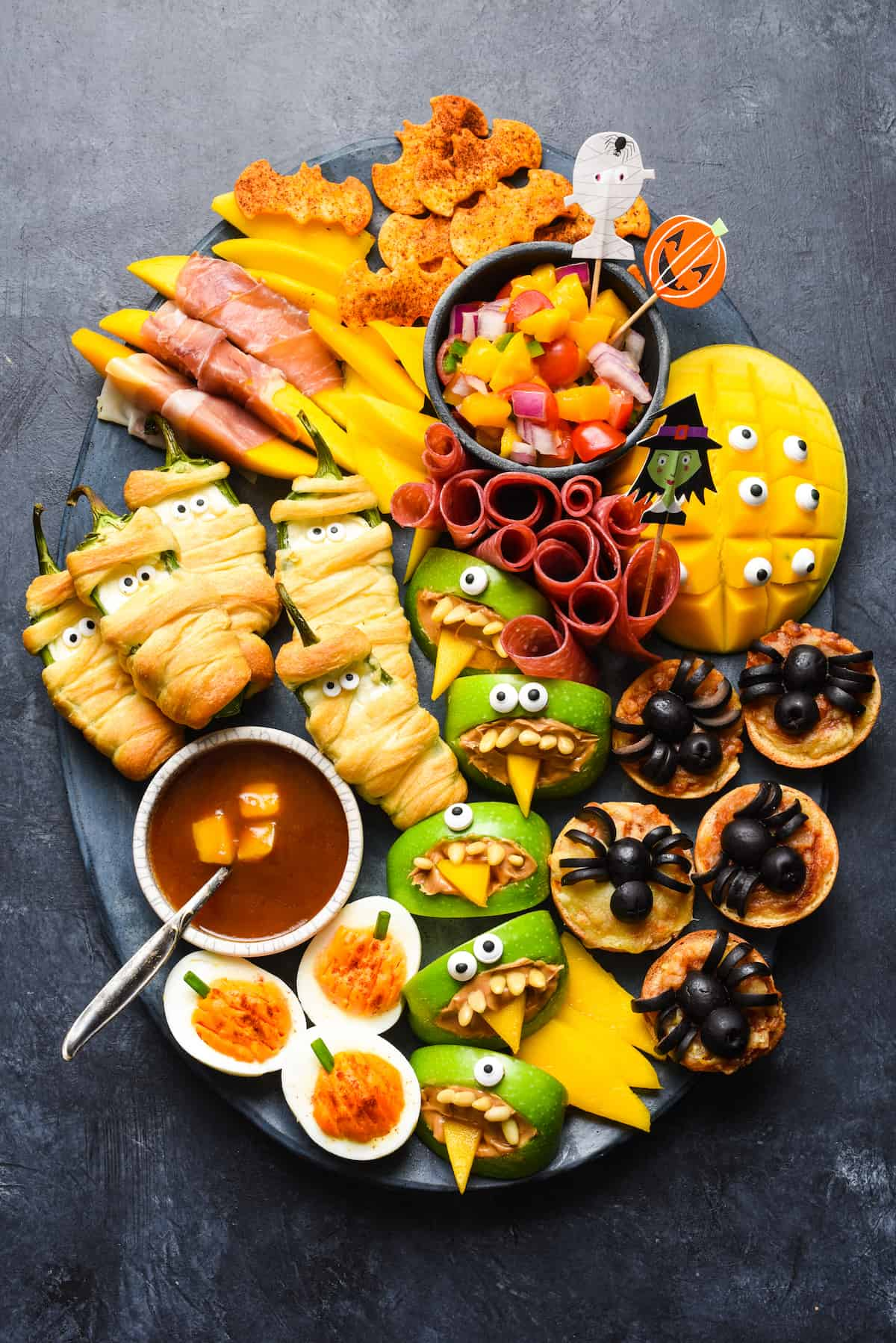 Make all the critters or just a few, but be sure to serve this Halloween Snack Dinner for a spooky good time! | foxeslovelemons.com