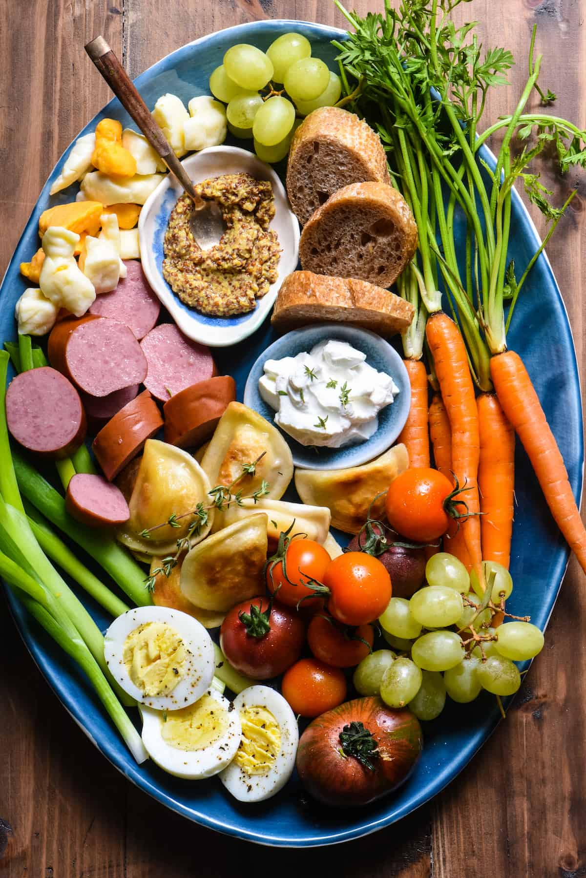 This Kielbasa & Pierogi Snack Dinner is a foolproof way to get the family gathered around the dinner table on a weeknight. There's something for everybody on this colorful platter! | foxeslovelemons.com