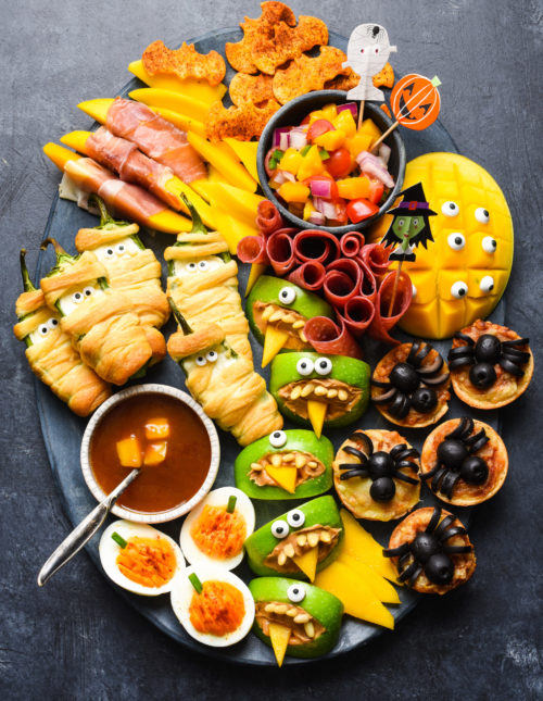 Looking for easy Halloween party food? Look no further than this simple guide to Halloween snacks. Make these edible mummies, spiders and bats for a spooky good time! | foxeslovelemons.com