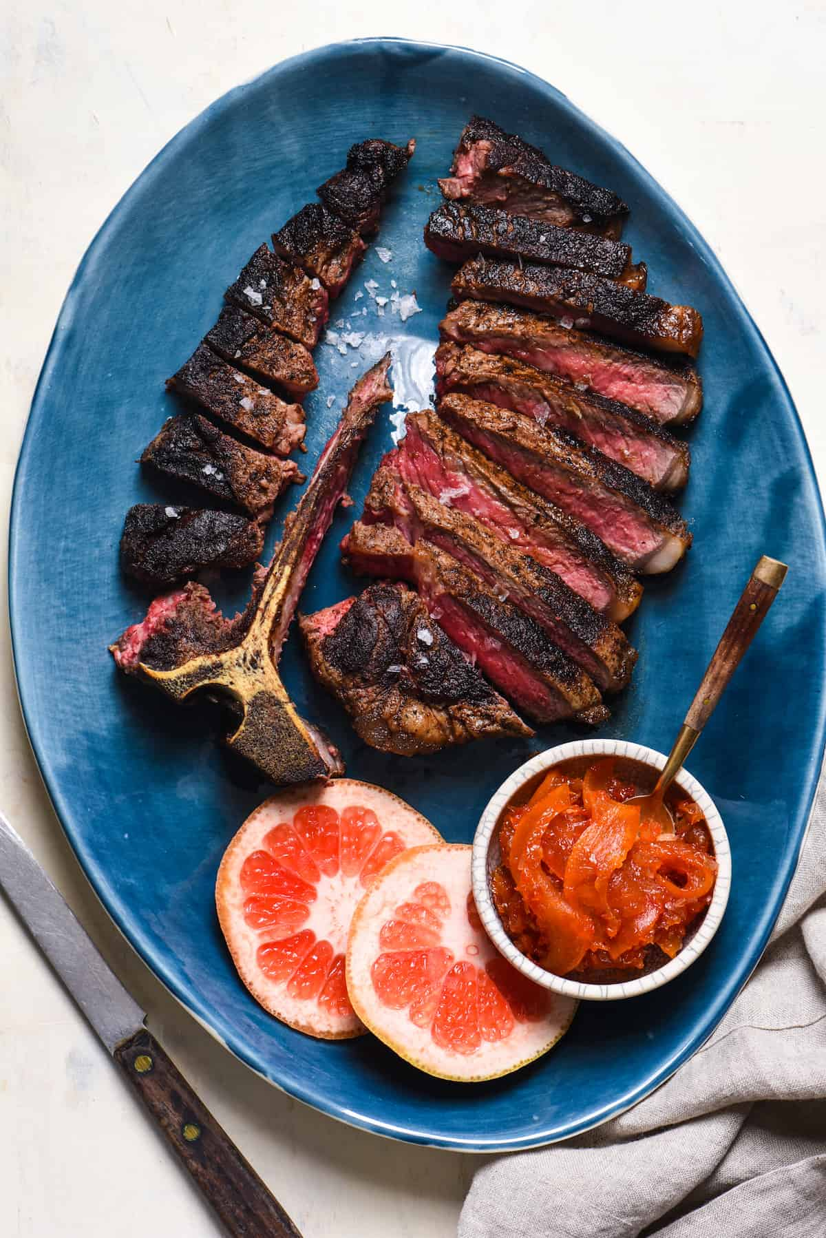 Spice-Rubbed Steak with Grapefruit Chutney + 11 Grapefruit Recipes to Brighten Your Winter - Bring some happy flavor to a cold day with an appetizer, cocktail, breakfast, salad, lunch or dinner celebrating juicy, sweet grapefruit! | foxeslovelemons.com