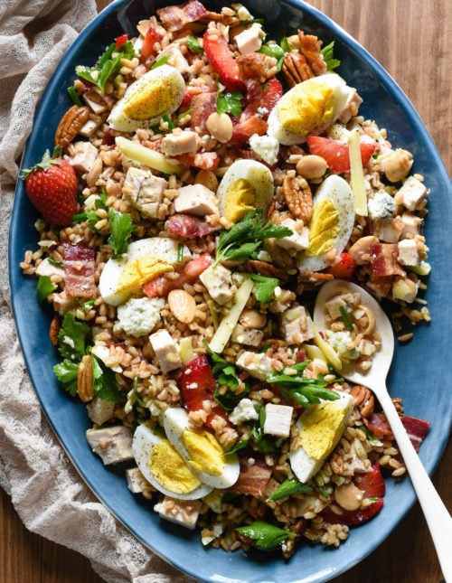 For this Really Good Farro Salad, start with a base of healthful whole grain farro, and top with all of your favorite salad ingredients. Easy, filling and so tasty! | foxeslovelemons.com