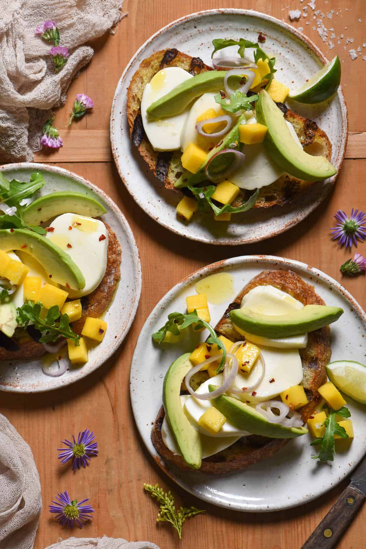 Looking for a light lunch or dinner that won't weigh you down in warm weather? This Summer Fancy Toast comes together quickly and is the perfect combination of sweet and savory. | foxeslovelemons.com
