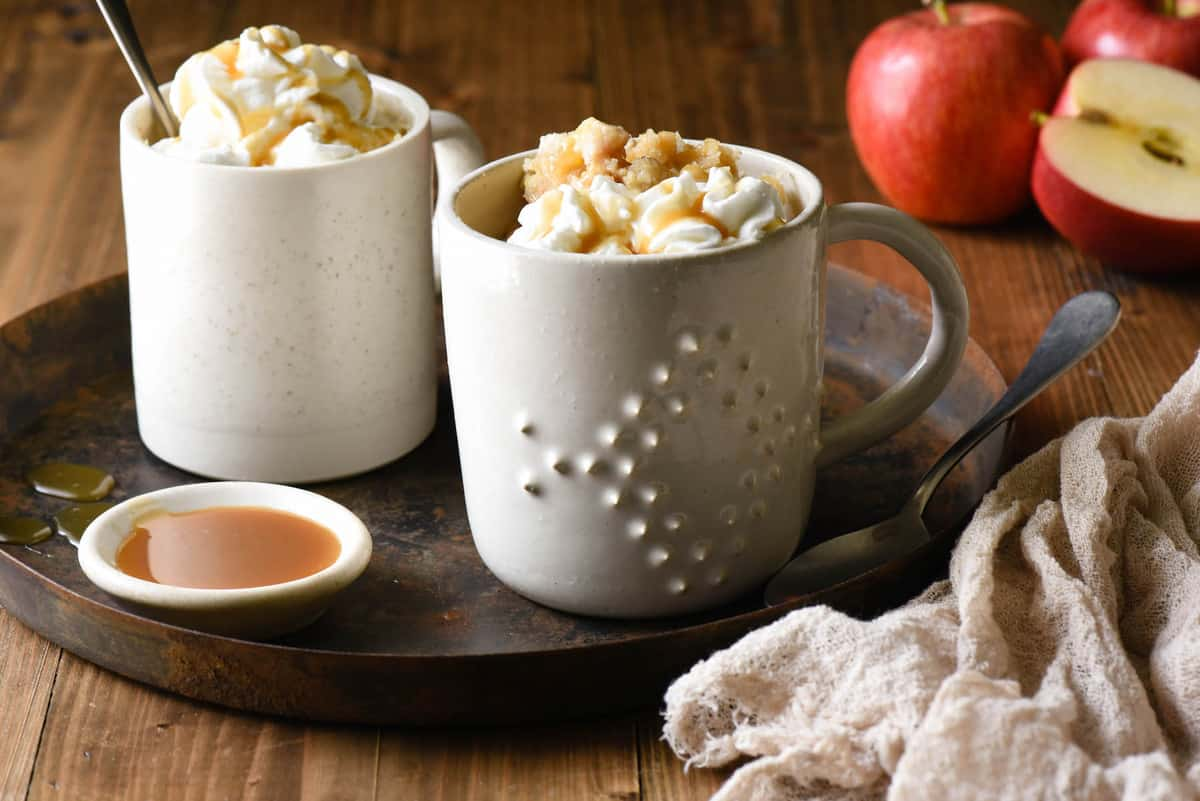 Craving a sweet treat but don't want to spend a lot of time in the kitchen? Use pantry ingredients and thisCaramel Apple Mug Cake recipe to make two perfect portions of cake in your microwave.| foxeslovelemons.com