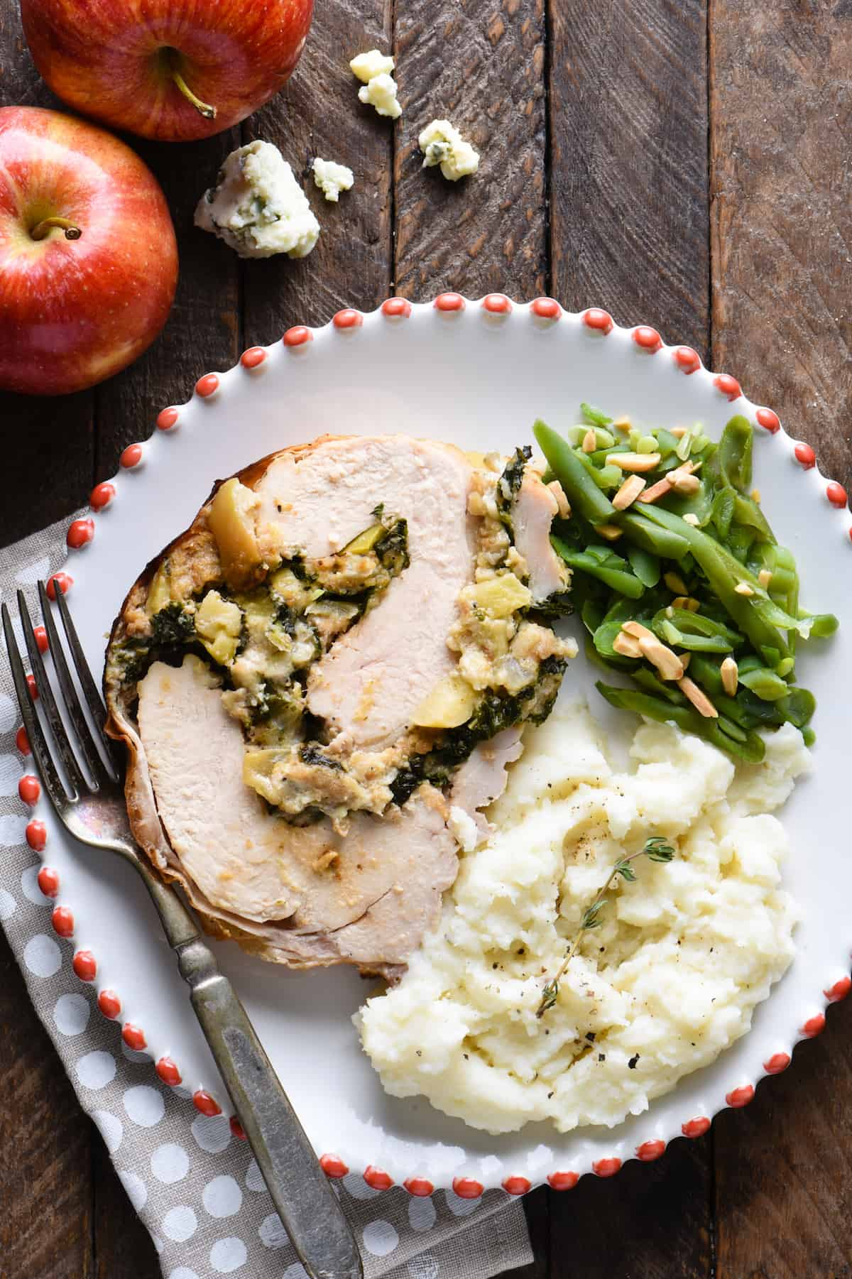 Not cooking for a huge crowd this Thanksgiving? This Blue Cheese & Apple Turkey Breast Roulade makes 6 servings, and can be prepped a day in advance. It is so packed with sweet and savory flavor that you might end up wishing you had made two! | foxeslovelemons.com