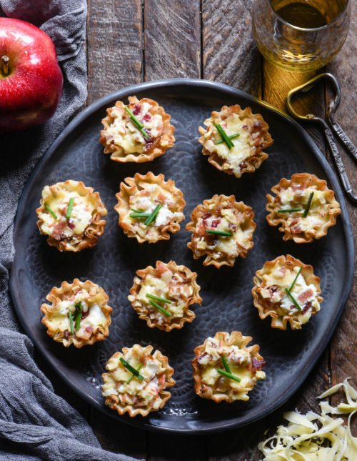 Update your holiday snack spread with these Cheesy Apple & Bacon Phyllo Cup Appetizers - a modern take on a cheeseball and crackers. | foxeslovelemons.com