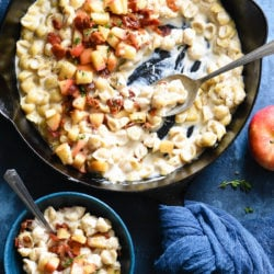 This Skillet Mac and Cheese with Bacon & Apples recipe can be made in a single skillet in 30 minutes flat. It's sure to become a weeknight favorite for the whole family! | foxeslovelemons.com